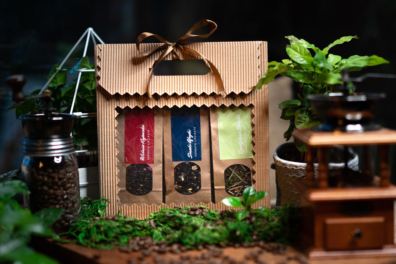 Zestaw prezentowy z trzema herbatami Wiśnia kujawska, Smaki afryki, Egzotyczna sencha