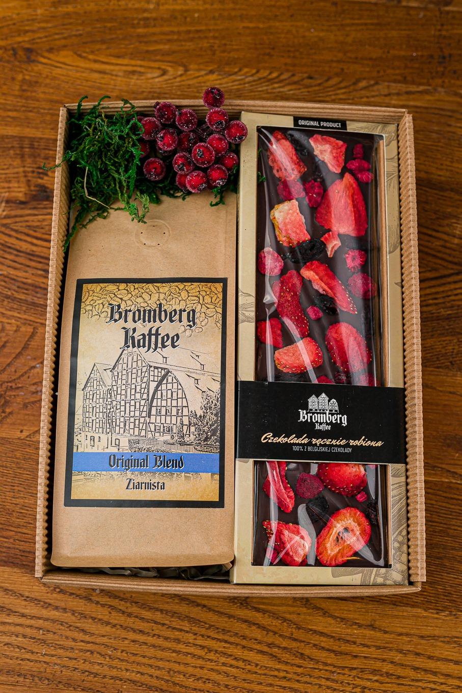 Zestaw prezentowy z kawą Original Blend i czekoladą deserową z plastrem truskawki